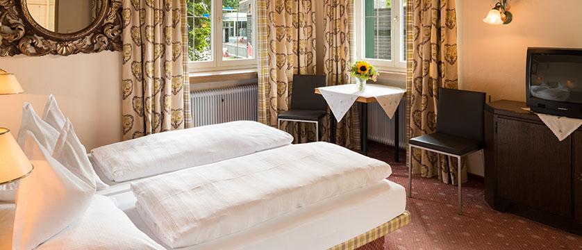 Chalet Hotel Elisabeth, Lech, Austria - Twin bedroom.jpg